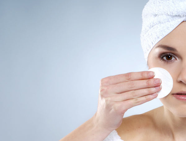 Managing Oily Skin Using Moisturizers